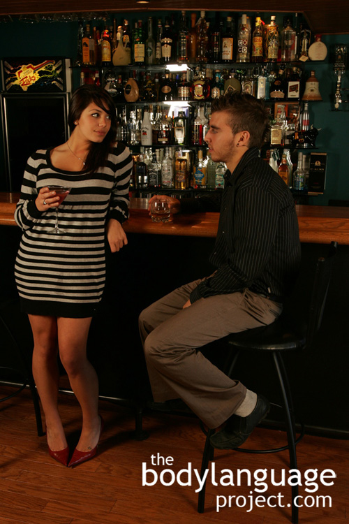 tease flirt synonym She doesn't really like you, homie, she's just a big flirt this word is distinct from 'tease' in two respects - firstly, it doesn't imply that the subject does not.